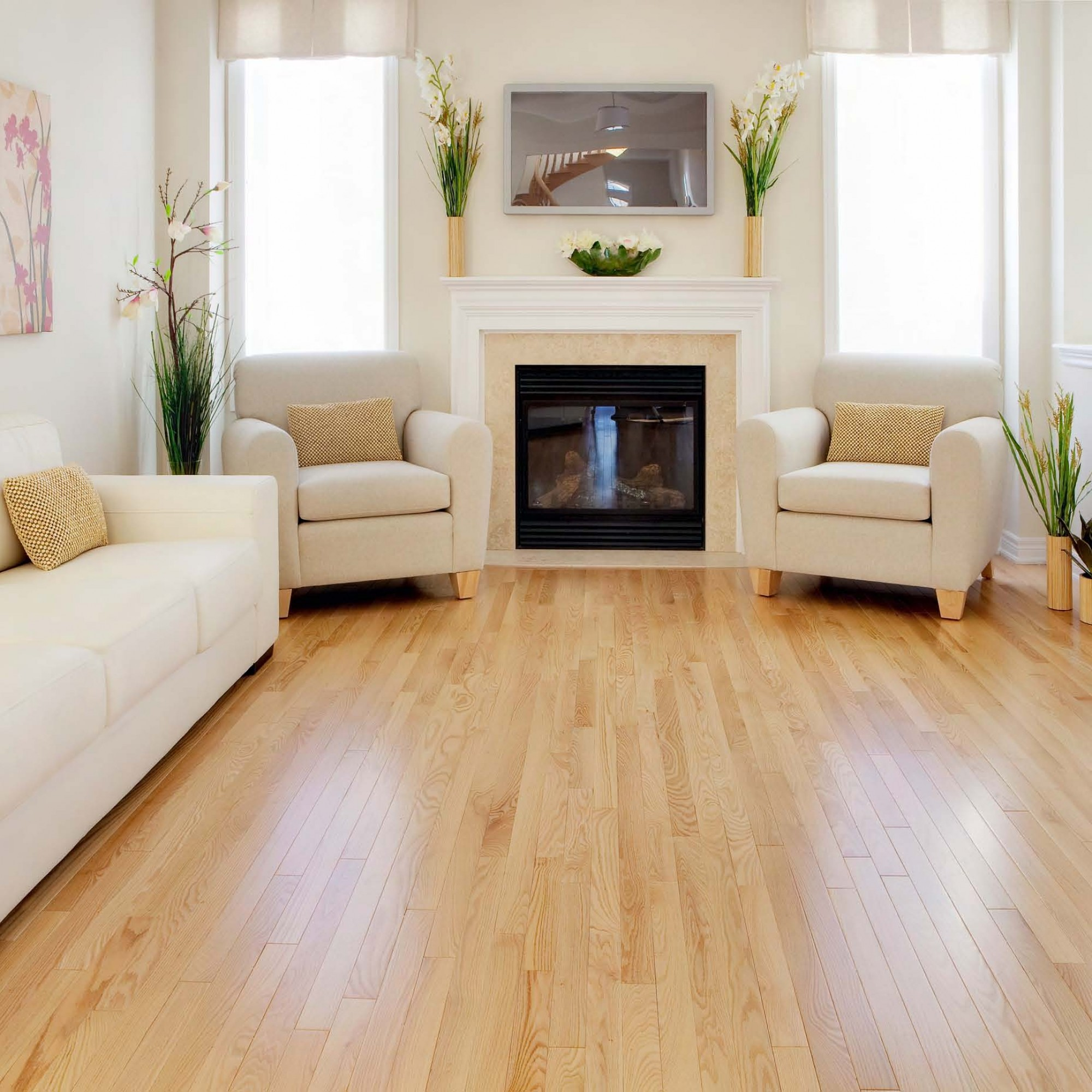 Living Room With Oak Flooring